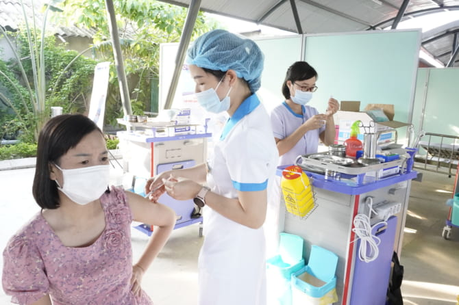 Bệnh viện đa khoa Quốc tế Hải Phòng – Vĩnh Bảo tiếp nối chiến dịch tiêm vắc xin phòng Covid-19 mũi 2 cho các đối tượng trên địa bàn huyện theo quy định của thành phố